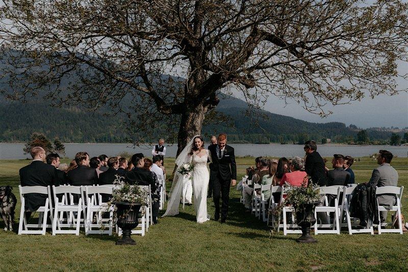 Rowena's inn on the river Spring wedding ceremony