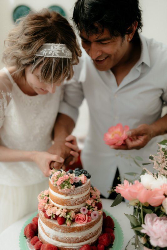 Couple cutting the wedding cake